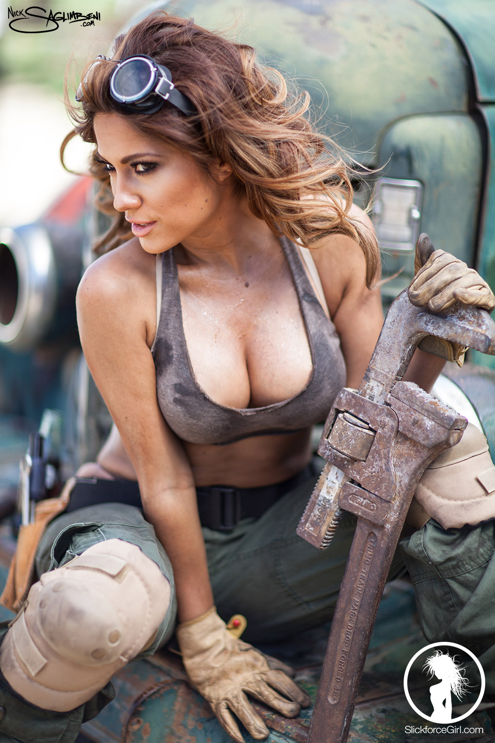 slickforcegirl-dirty-desert-mechanie-jessica-burciaga-nick-saglimbeni-slickforce-13